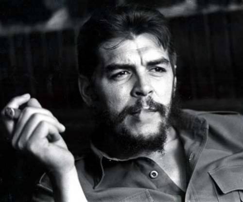 курит Че Гевара